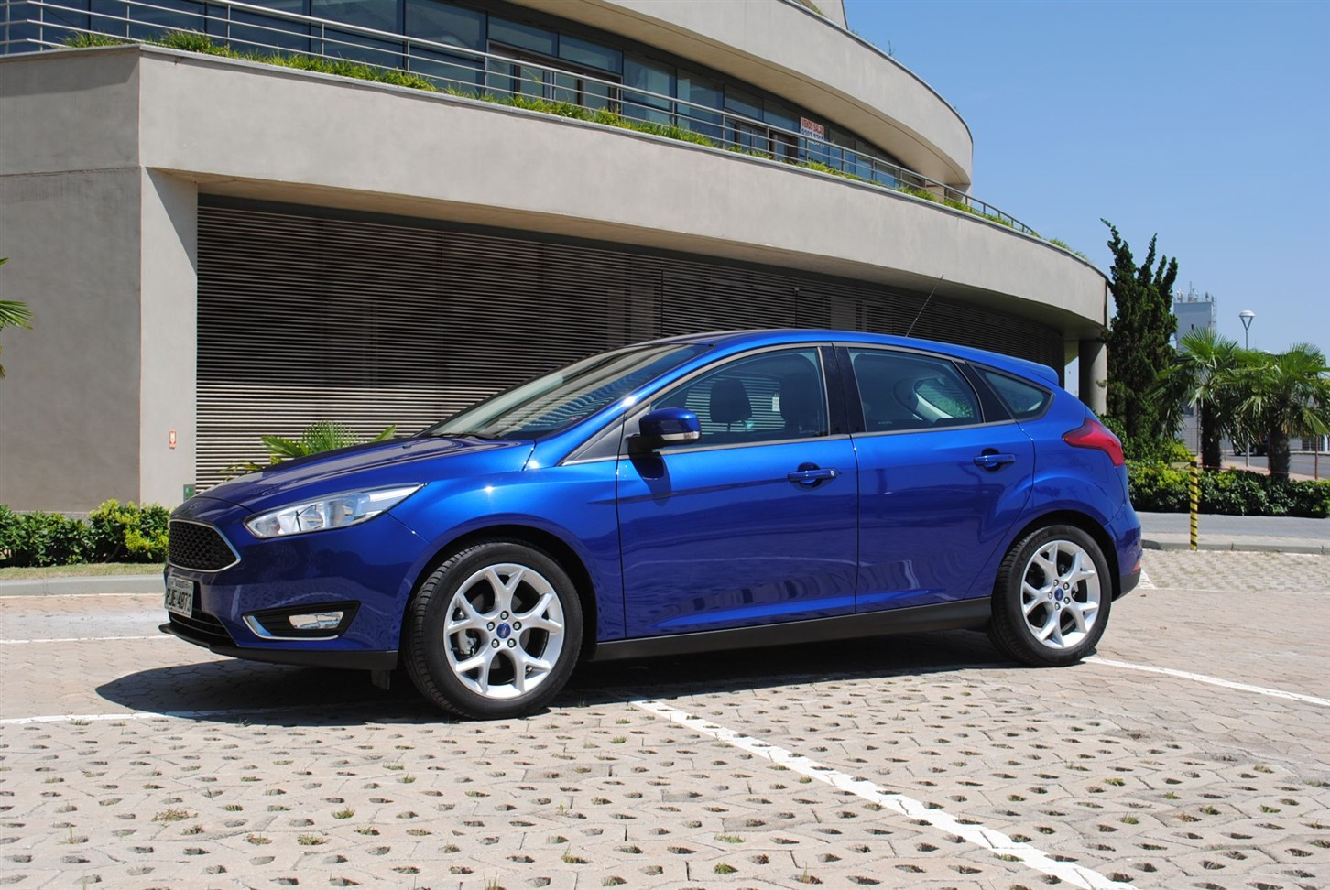 teste ford focus hatch se 1 6 plus carros com camanzi. Black Bedroom Furniture Sets. Home Design Ideas