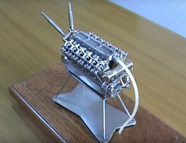 Motor V12 miniatura
